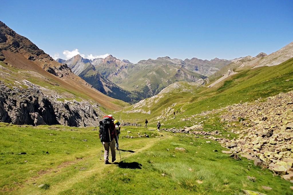 alpinistas num vale dos pirenéus