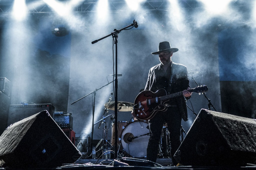guitarrista da banda spindrift no festival reverence valada