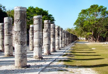 Mil Colunas junto ao Tempo dos Guerreiros em Chichén Itzá
