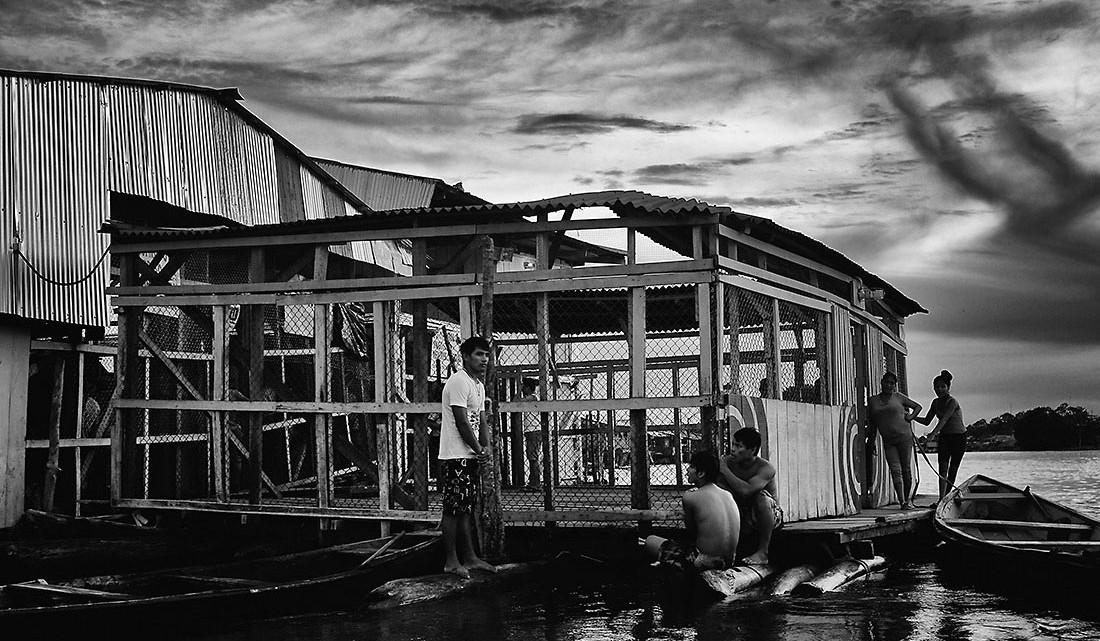 habitantes do bairro de Bélen em Iquito
