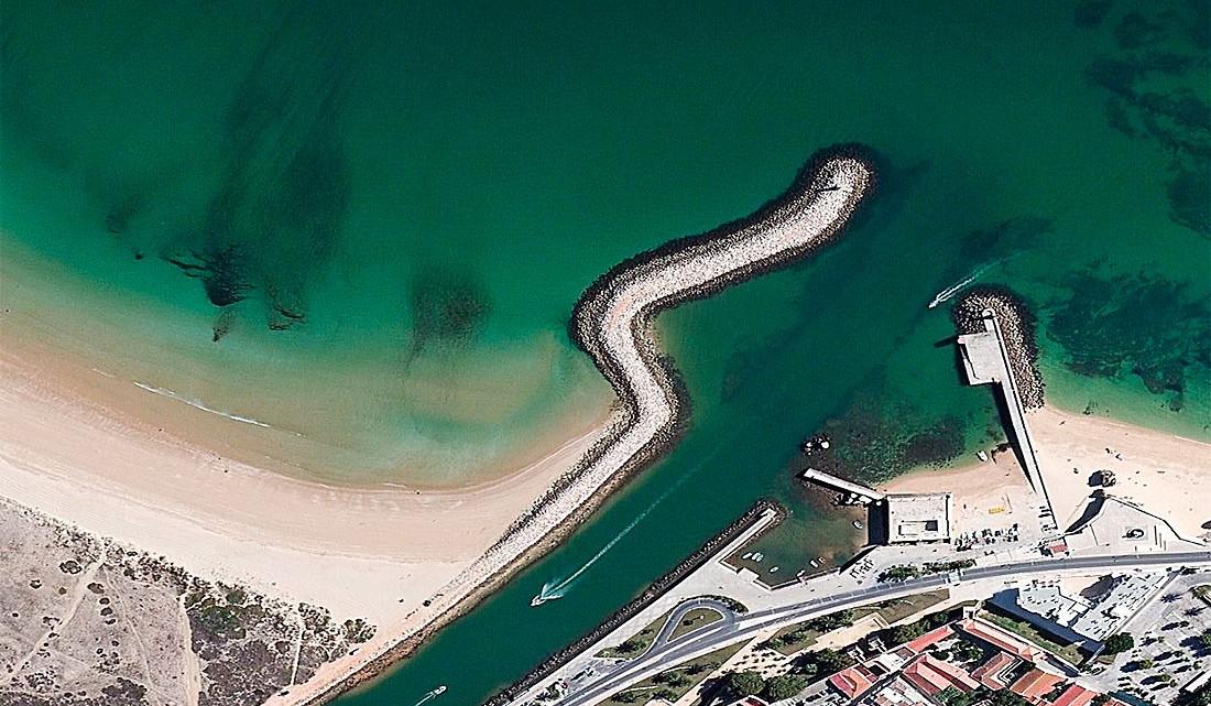 Ribeira de Bensafrim no Atlântico.