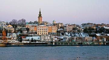 rio sava junto ao centro histórico de belgrado, sérvia