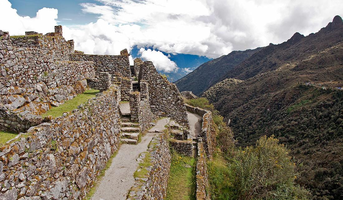 grandes paredes da cidade misterio de sayaqmarka nos andes