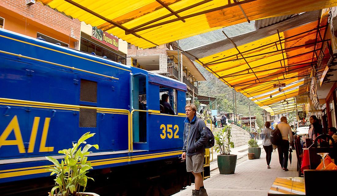 comboio na estação de Aguas Calientes no Peru