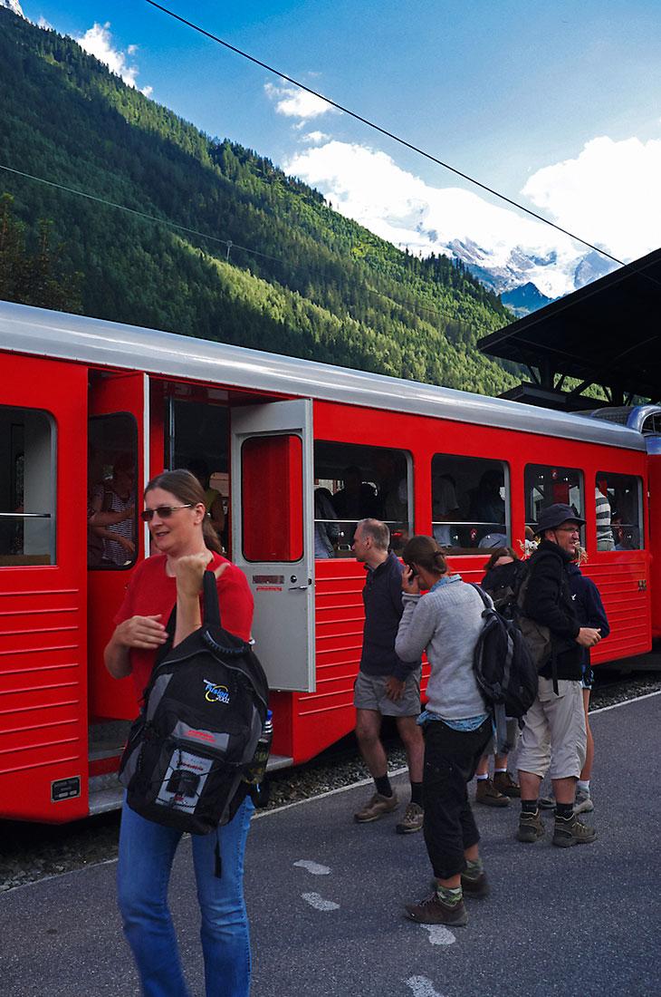 Turistas no comboio de Montenvers em Chamonix