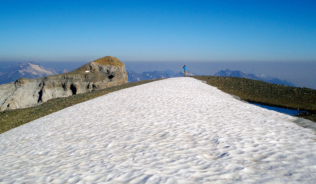 neve no cume do Monte Perdido