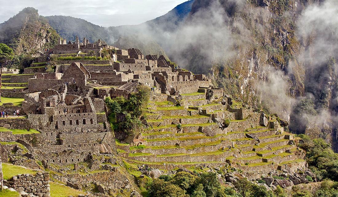 lateral de Machu Picchu sob uma encosta de montanha