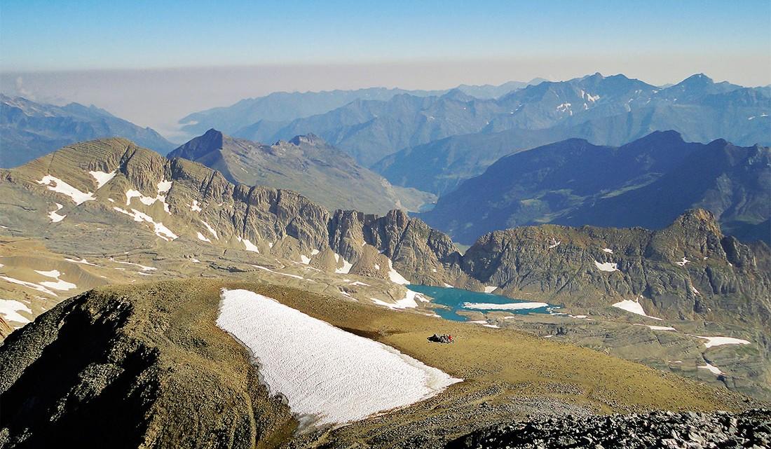montanhas e lagos desde o Monte Perdido