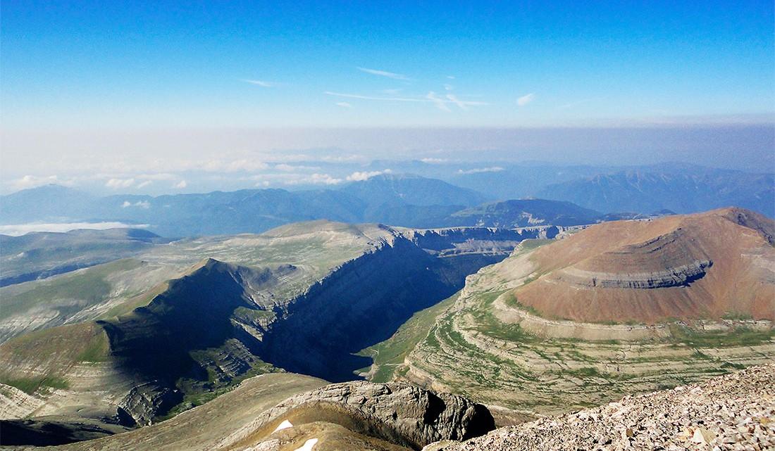 aspecto das montanhas circundantes ao Monte Perdido