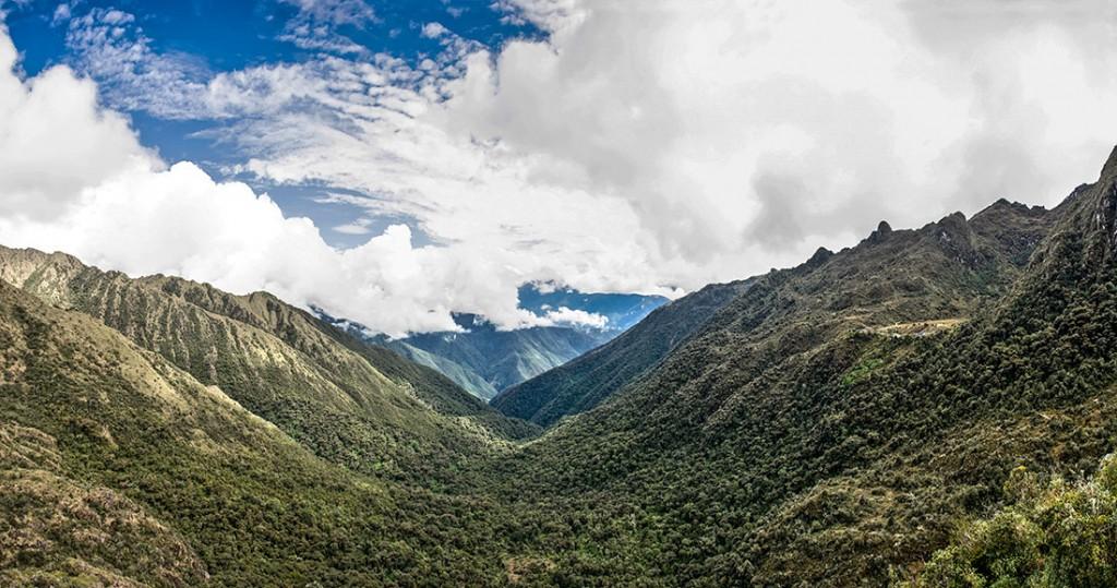 panorâmica do vale sayacmarka no caminho inca