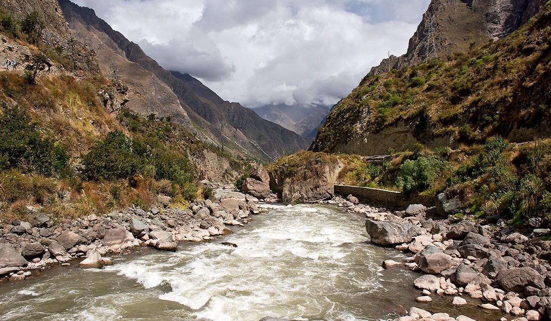 rio Urubamba no inicio do caminho inca