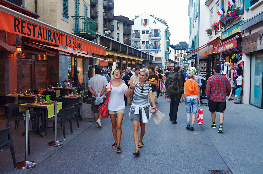 turistas no cento de Chamonix