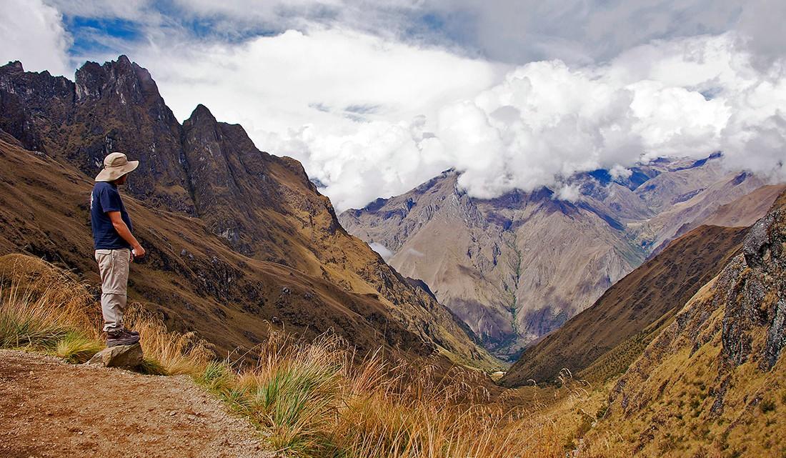 vista da dead woman's pass no caminho inca