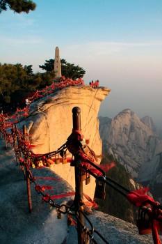 Baias de proteção no alto do Pico Este