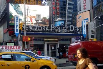 esquadra de policia na times square, manhattan, nova iorque