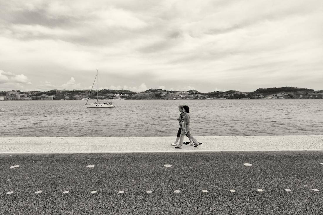 passeio ribeirinho junto às margens do rio tejo