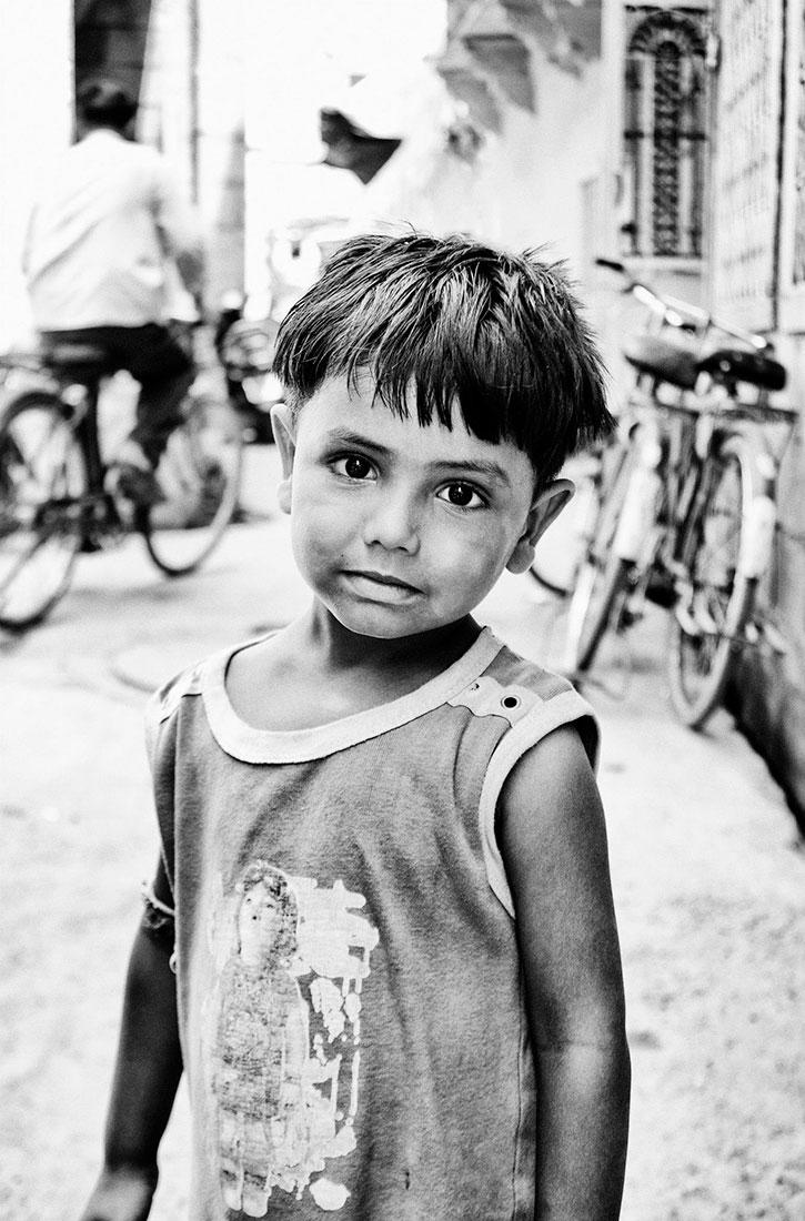 criança na cidade de Jodphur, Índia