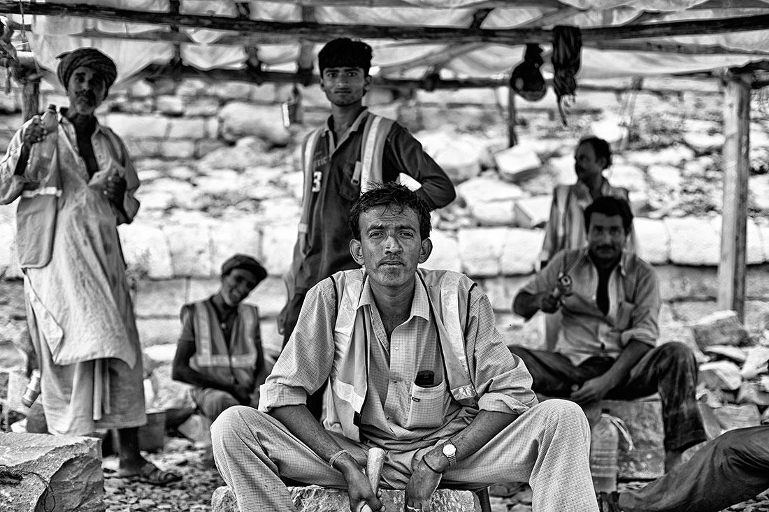 grupo de trabalhadores em obras no forte de Jaisalmer