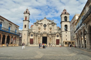 A Praça da Catedral em Havana Velha