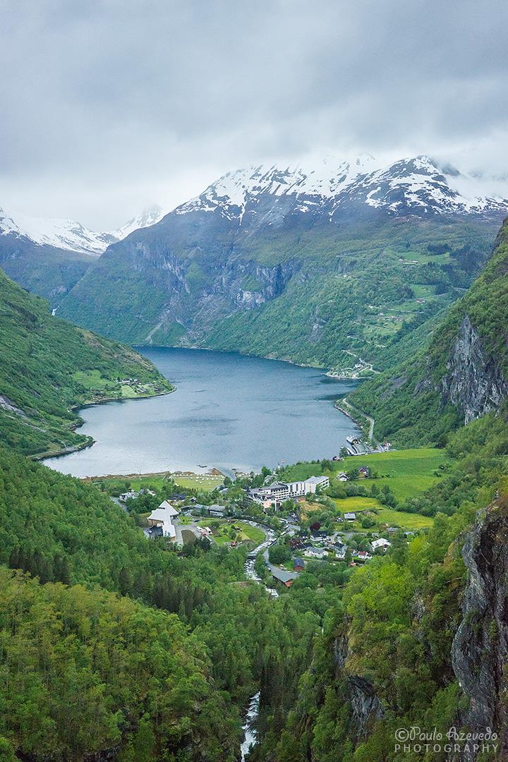 vista sobre a povoação e o fiord Geiranger