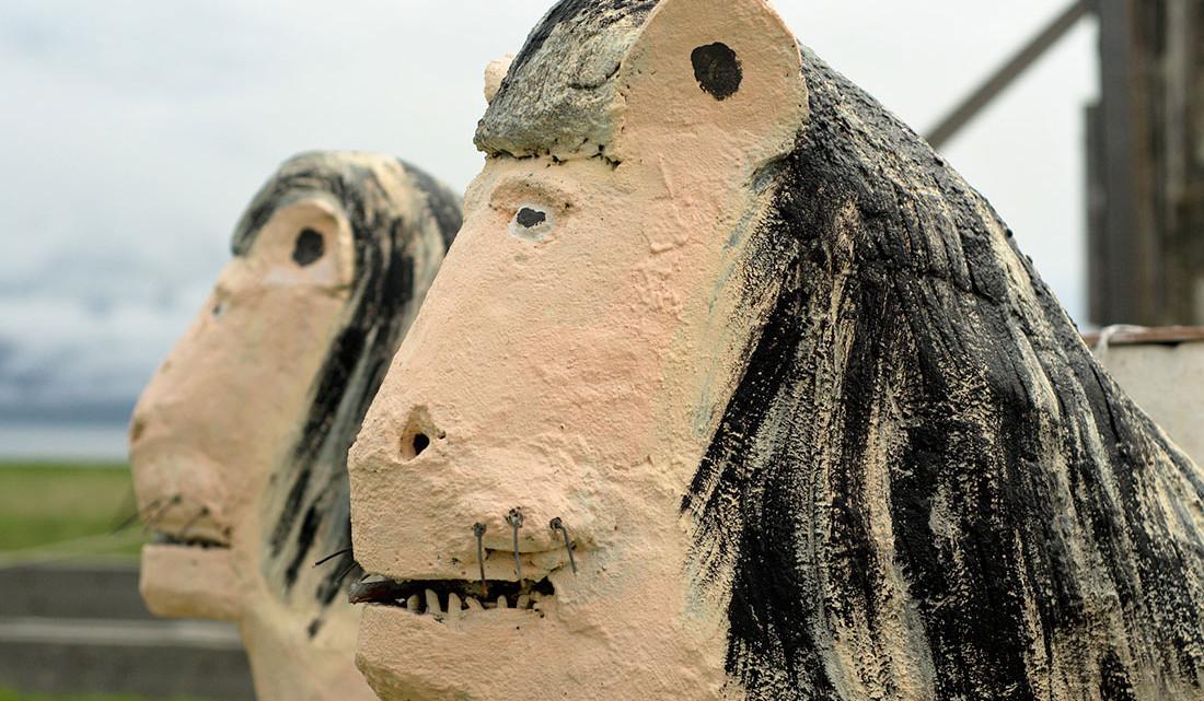 Escultura da réplica a fonte dos leões de Alhambra construída em Selardalur na Islândia