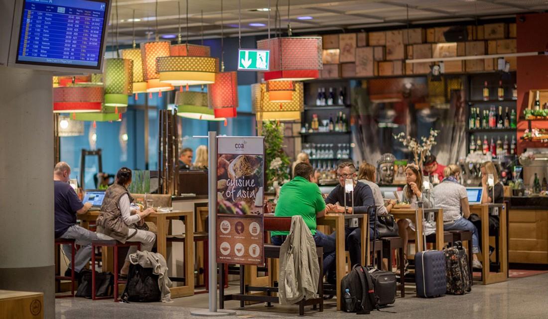 Restaurante asiático na zona de espera num aeroporto