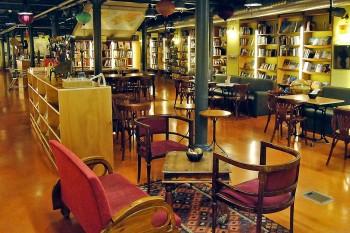 cafetaria na livraria Altaïr, em Barcelona