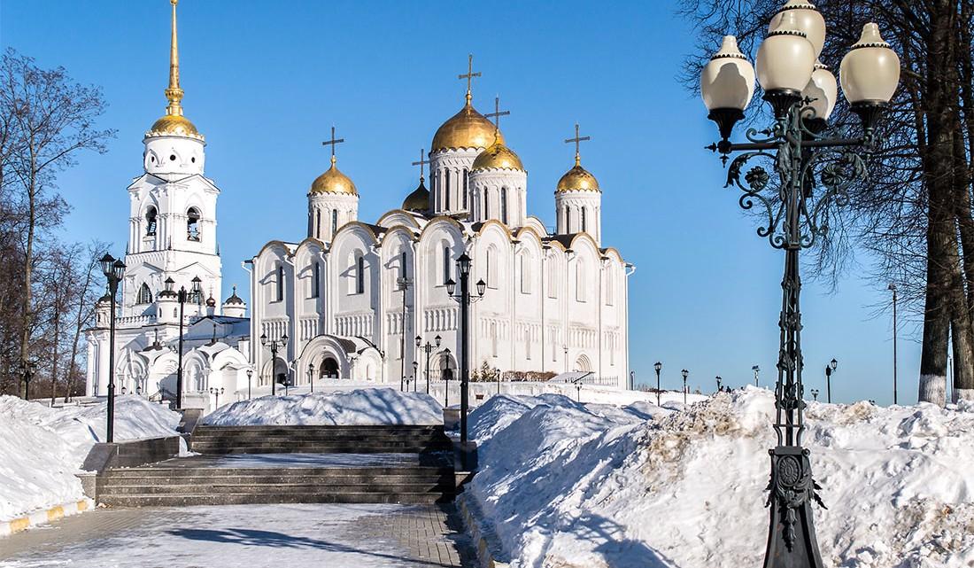 Catedral da Dormição em Vladimir, um dos ex-libris do Anel Dourado.