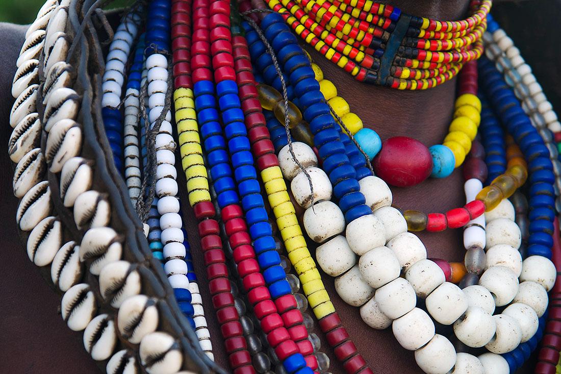 colar de missangas usado no Vale do Omo na Etiópia