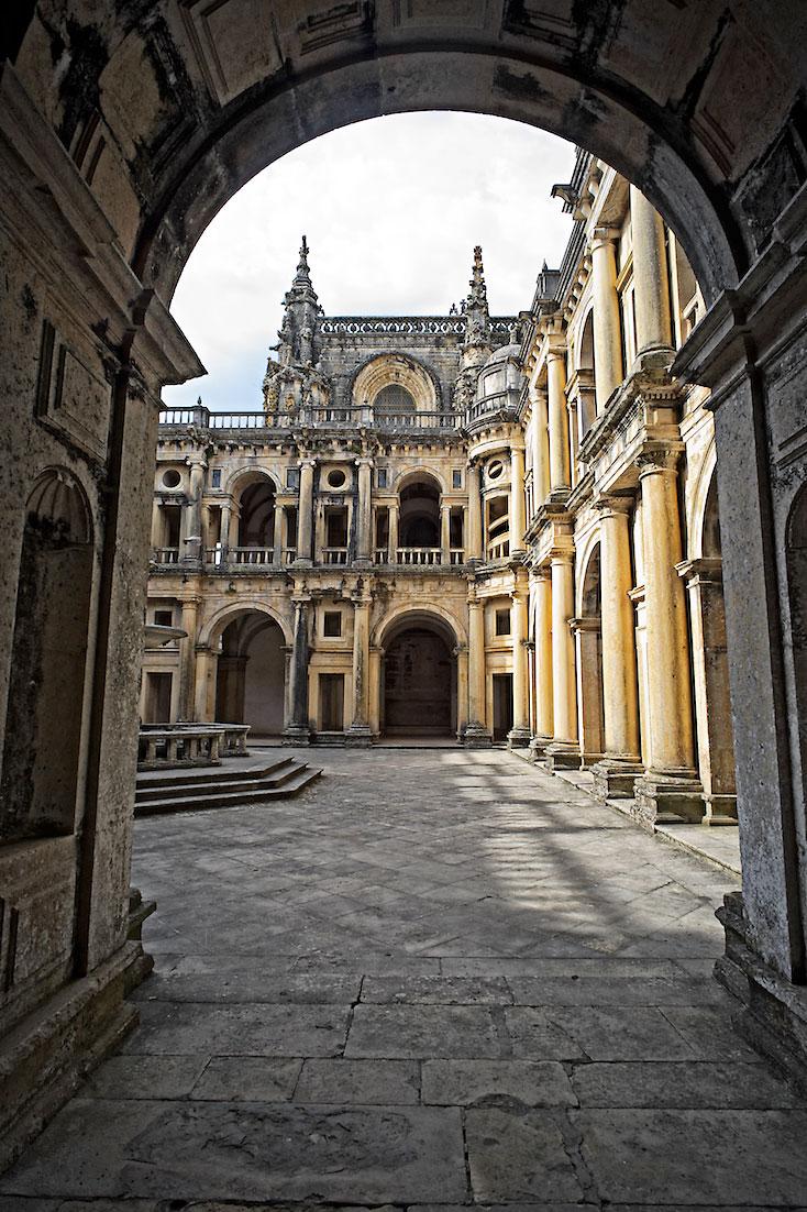 uma das entradas para os claustros do convento de cristo