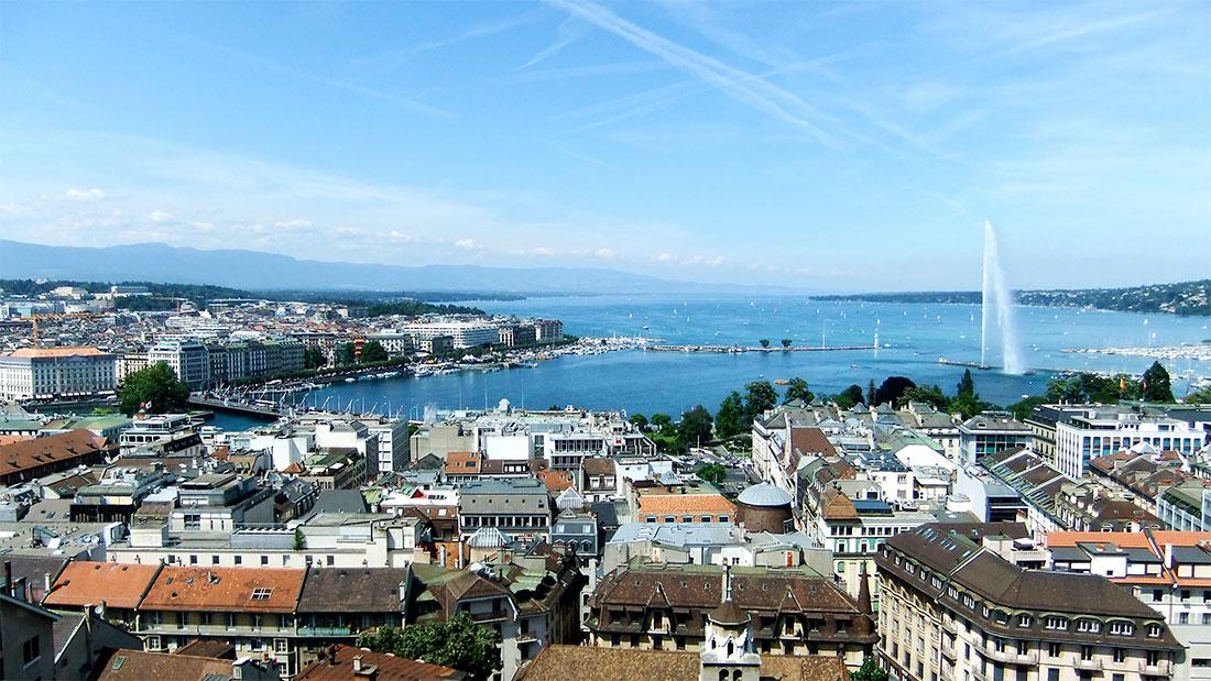 panorâmica de edifícios típicos e lago em Genebra