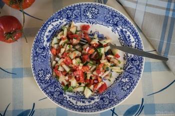 Salada Israelita pronta a comer.