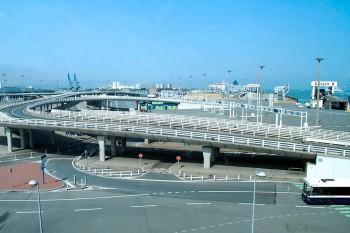 viadutos e estradas junto ao porto de Calais.