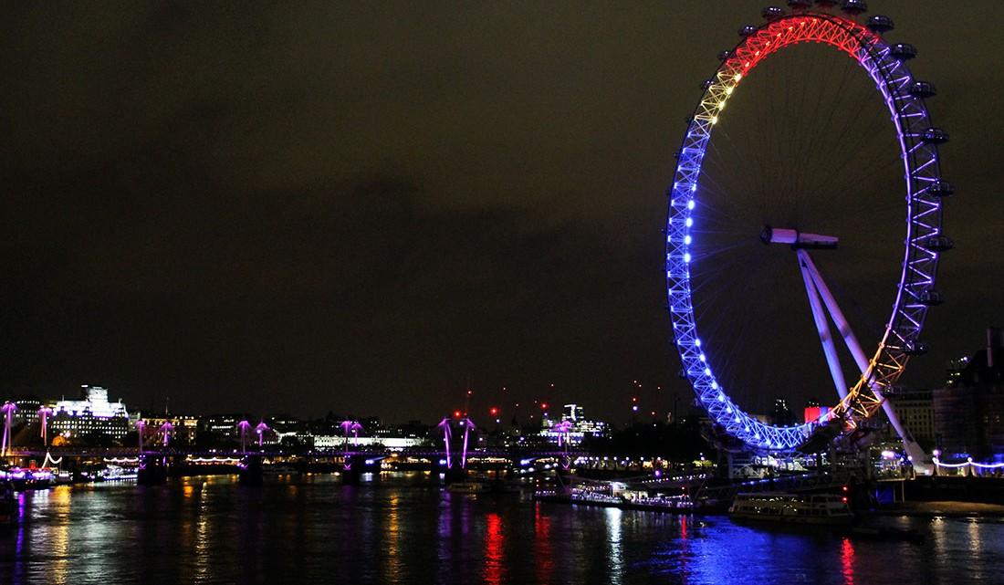 vista para o rio Tamisa e London Eye durante a noite