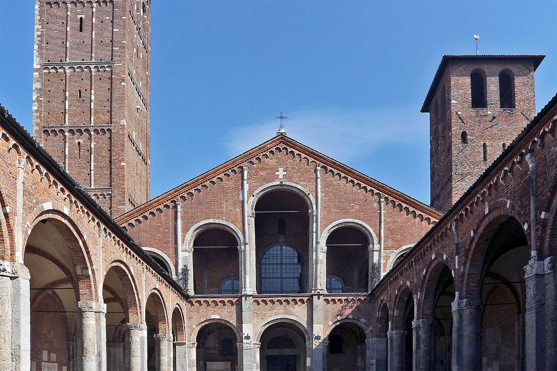 Pátio interior da basílica de S. Ambrósio em Milão