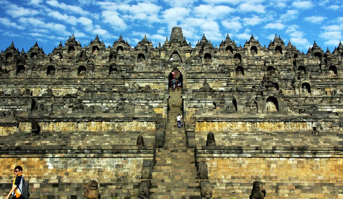 Fachada Principal do templo de Borobudur