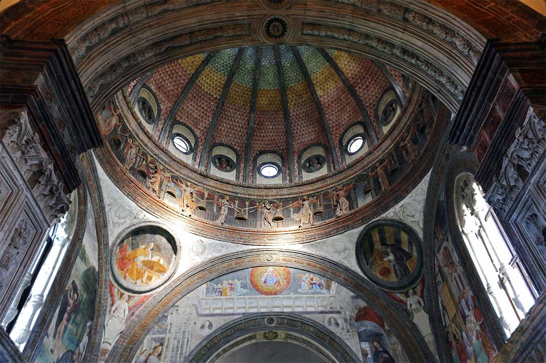 Cúpula e interior da capela Portinari em Milão