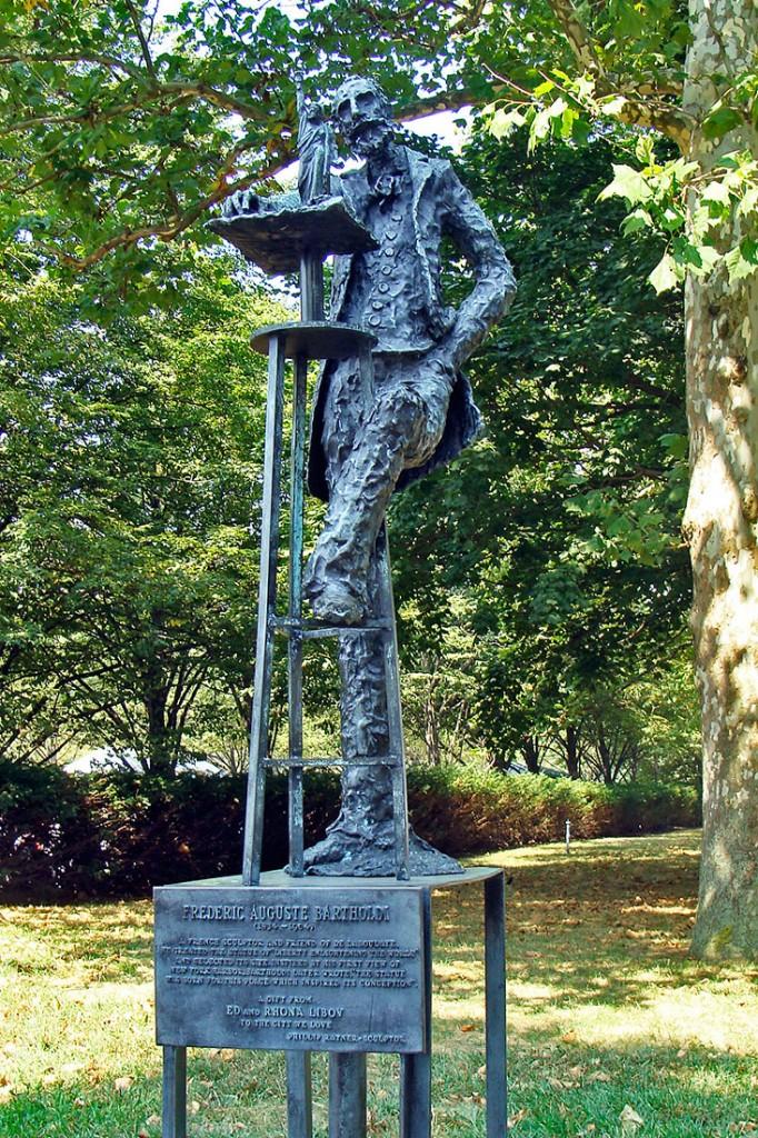 Escultura de Frederic Bartholdi no jardim das esculturas em Liberty Island.