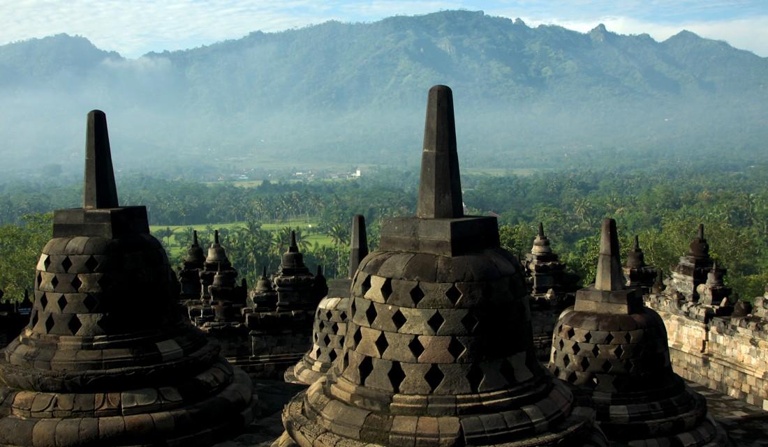 Umas das visões panorâmicas do topo de Borobudur