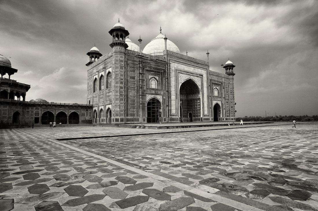 Mesquita instalada numa das laterais do Taj Mahal em Agra.