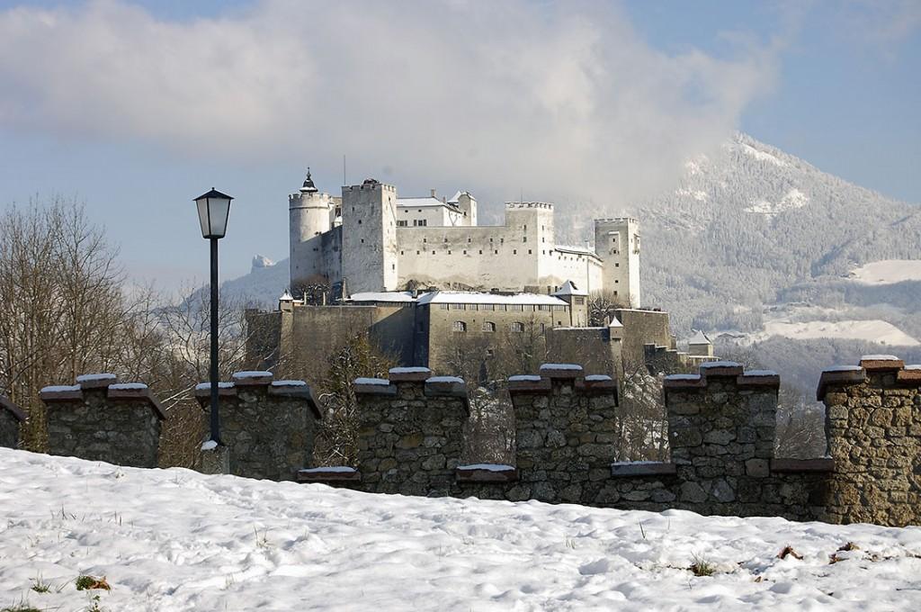 Neve nas imediações da Fortaleza de Hohensalzburg, o grande castelo da cidade de Salzburgo.