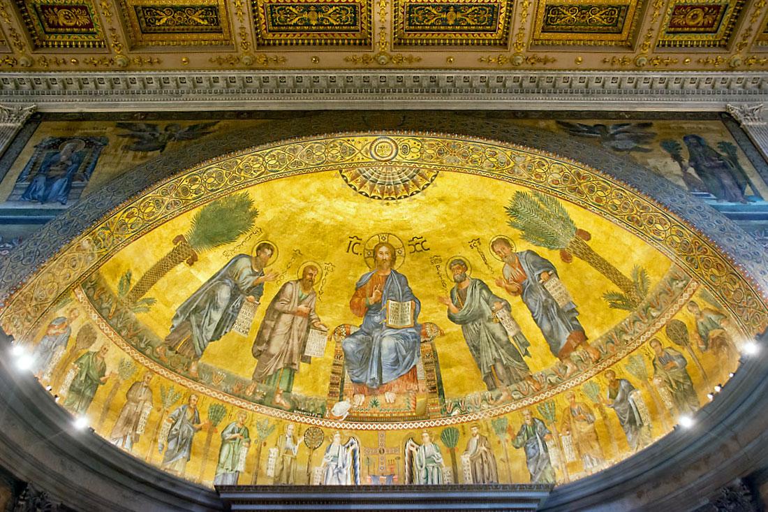 Cúpula com frescos sobre o altar da basílica de São Paulo Fora de Muros, em Roma.