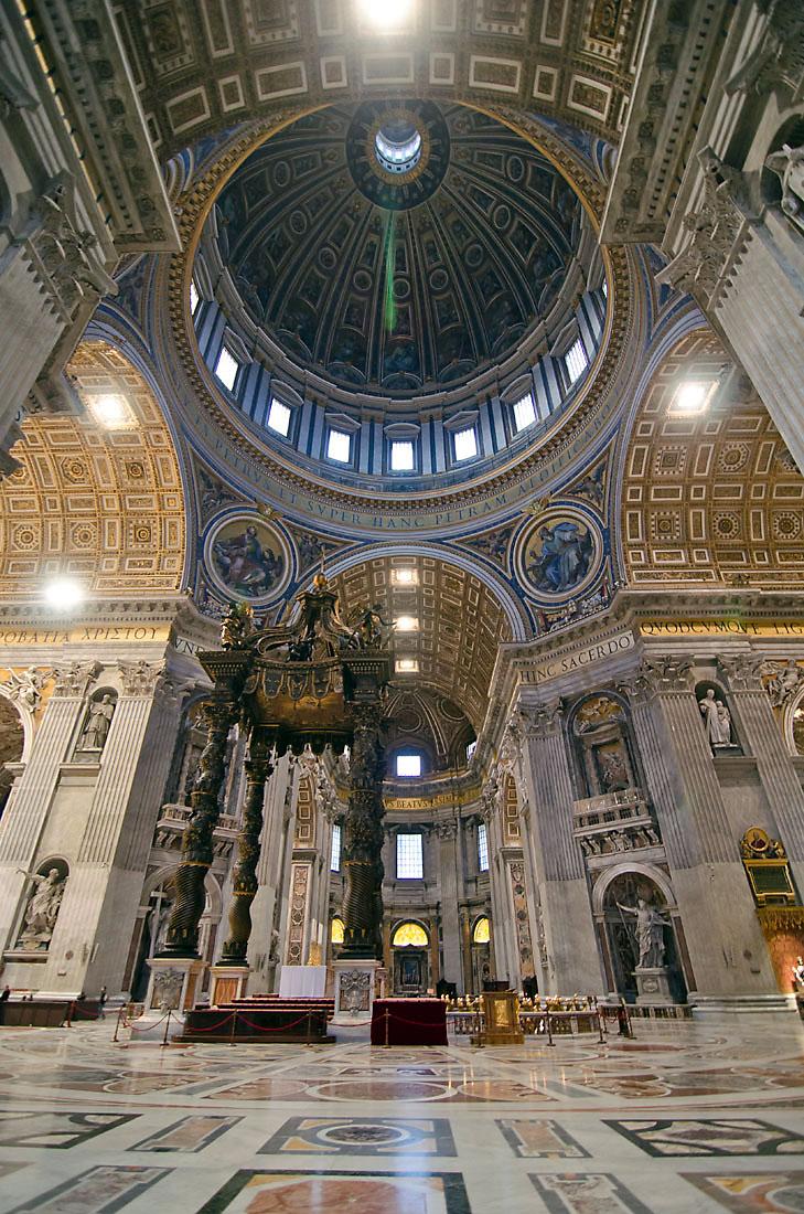 Cúpula e altar da Basílica de São Pedro, Vaticano, Roma.