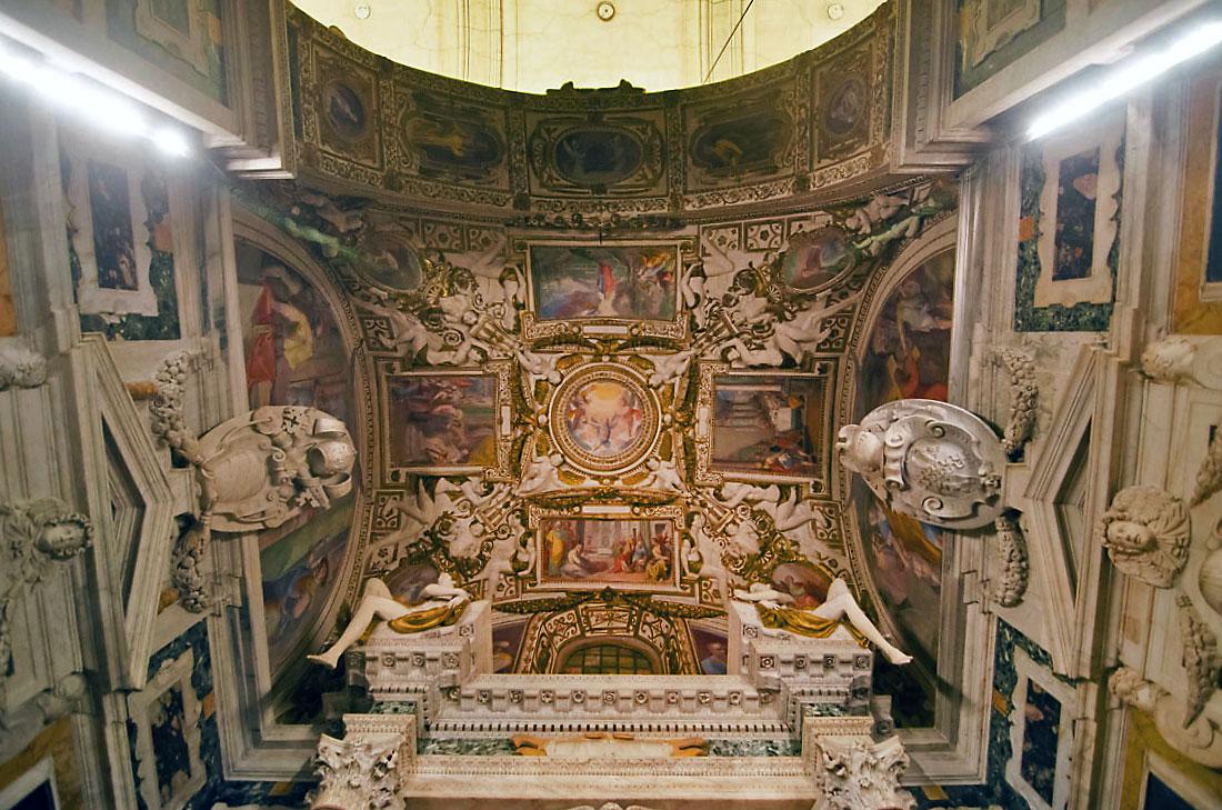 Tecto sobre o altar da Igreja da Santíssima Trindade do Monte, em Roma.