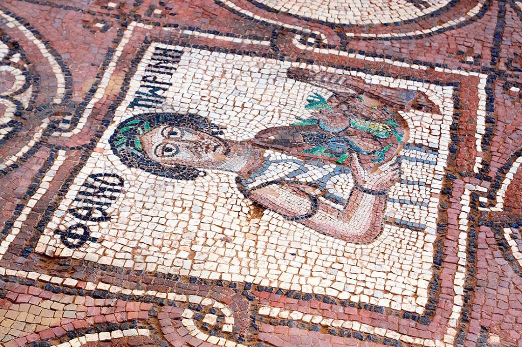 Mosaico no pavimento das ruínas de uma das igrejas de Petra.