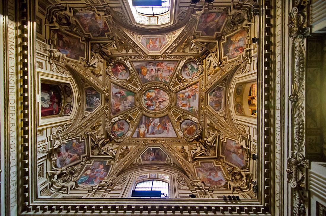 Tecto junto ao altar da basílica de Santa Maria em Trastevere.
