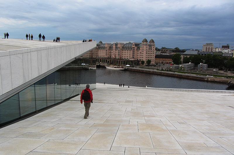 Vista de Oslo apartir da cobertura do edifício da Ópera
