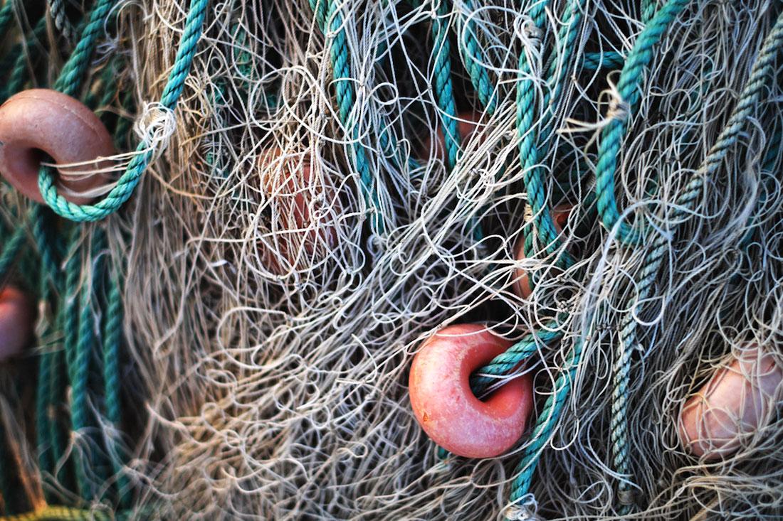 Rede de pesca com bóias utilizada pelos pescadores do cais palafítico da Carrasqueira.