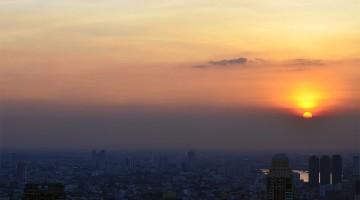 Pôr-do-sol visto do topo do edifício Baiyoke Sky Tower em Banguecoque.
