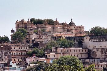 """Fortaleza """"City Palace"""" em Udaipur, Índia."""